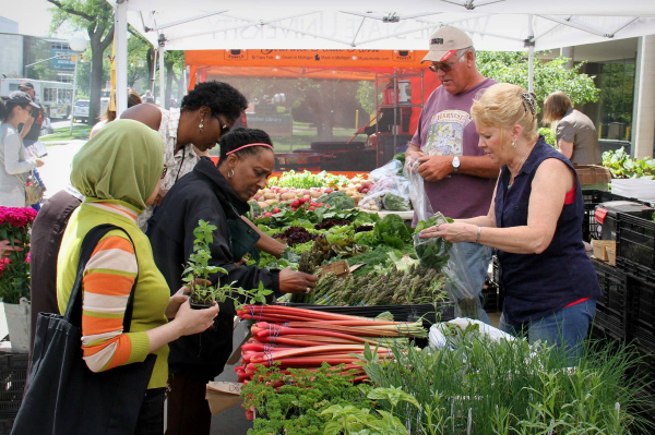 Weekly Farmers Market returns to campus